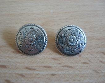 Pewter celtic  buttons x5, buttons,celtic buttons,pewter buttons,metal buttons,celtic design,celtic items,celtic,craft,dressmaking,notions