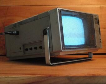 Portable Magnavox Television TV / RADIO Uhf Vhf Am Fm Radio Camping Tiny House Camper Prepper w/ Power Cord Working Vintage 80s