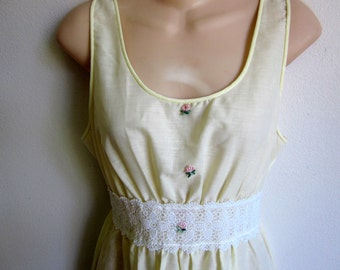 sweet cotton nightgown granny style pale yellow lace   M 36 bust