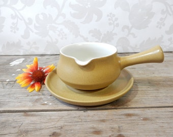 Gravy Boat and Plate, 1 spout, Stoneware by Denby in Ode pattern, 1967-1977, yellow, old gold