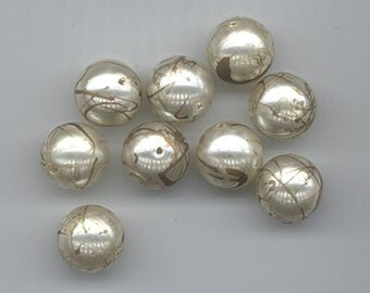 26 vintage lucite beads - pearl-like surface with bronze trailings - 12 mm rounds