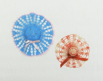 Lot of 2 vintage crocheted pin cushions, 1950's miniature hat pin cushions