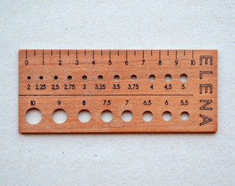 custom knitting supplies, wooden knitting needle gauge in cherry wood to measure knitting needles, gift for knitters, knitting ruler