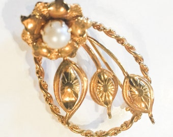 Art Moderne Pearl Flower Brooch 1960s Vintage Jewelry, CHRISTMAS in JULY SALE