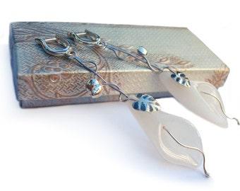 Sterling Silver Earrings: White Agate Earrings.Nice Gift Idea. Lily Motif earrings.100% Handmade.Wedding earrings.