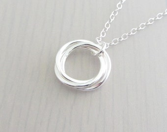 Three Linked Circle Necklace, 3 Sterling Silver Circle Necklace, Ring Necklace, 30th Birthday Gift, 3 Sister Necklace, Mother Necklace, 14mm