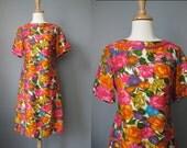 Vibrant Print Shift Dress / Vtg 60s / Tropical Floral Print Short Sleeve Shift Dress