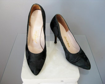 Black Brocade Shoes / Vtg 50s / Size 7.5  Black brocade Stiletto Pumps / brocade Shoes