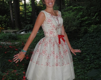 1950 Vintage Cupcake Dress Red and White Embroidered Silk Organza Party Dress Dance Dress