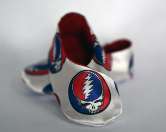 Satin Grateful Dead (Steal Your Face) Baby Kimono Shoes - Robert Kaufman solid red premium cotton inside