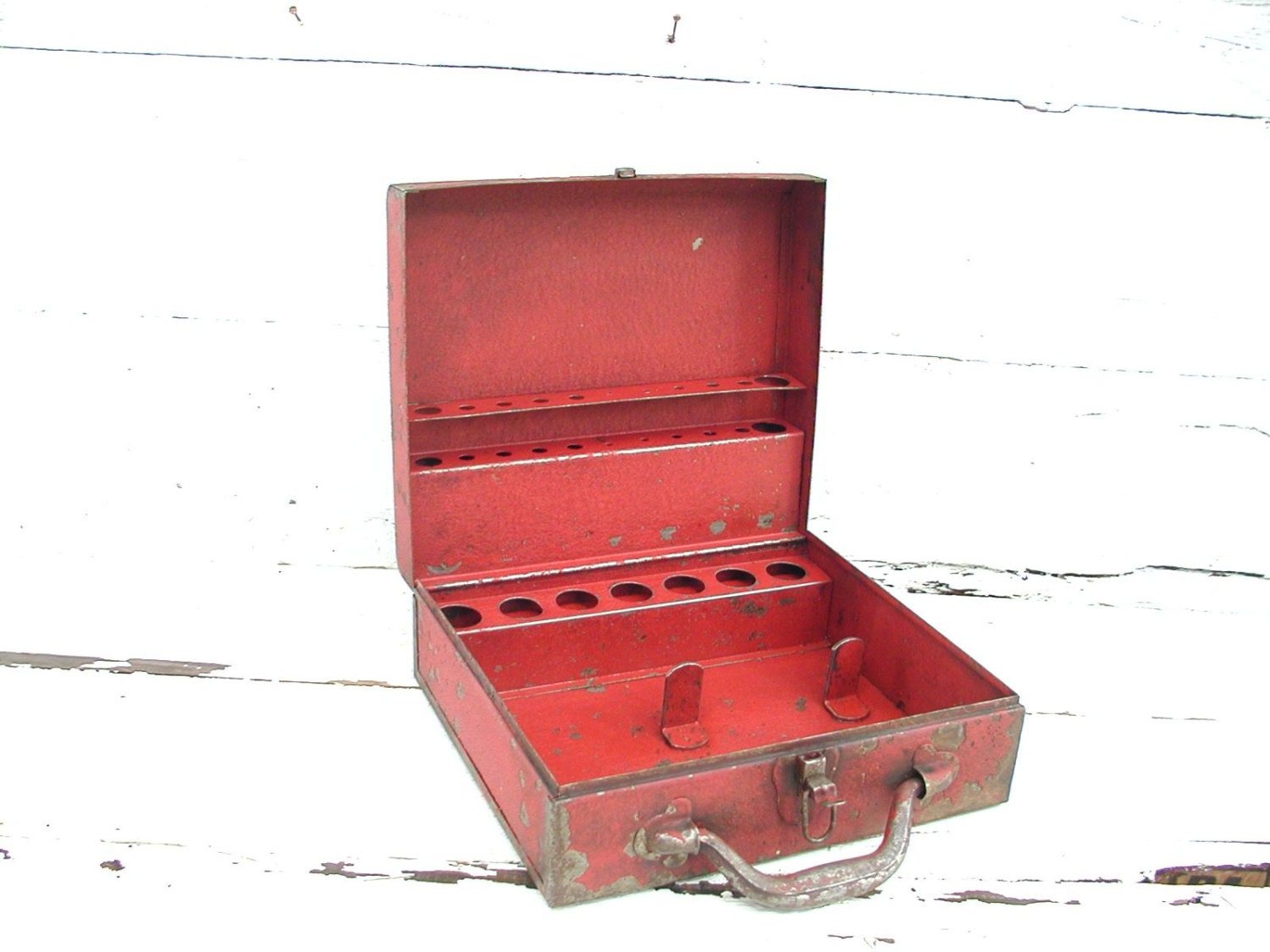 Vintage craft box old red paint metal organize crafts for Craft paint for metal