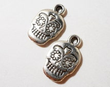 Silver Skull Charms 16x10mm Antique Silver Metal Day of the Dead Charms, Halloween Charms, 2 Sided Sugar Skull Charms, Skull Pendants, 10pcs