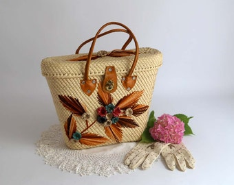 Vintage Straw Purse, straw handbag with raffia flowers and yarn, tan straw purse, kitsch straw purse
