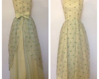 1960s Vintage Women's Stitched Daisy Ball Gown Size Small