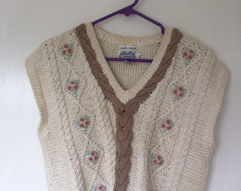 SIZE SMALL knit sweater vest