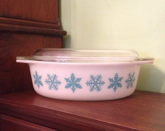 Vintage Pyrex Turquoise and White Oval #045 Snowflake Casserole