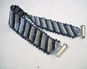 Diagonal stripes bracelet in Miyuki Delica, handmade bracelet, diagonal pattern, peyote jewelry, Delica bracelet, flat bracelet