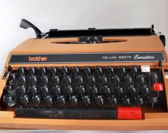 Typewriter Brother de Luxe vintage manual typewriter brown portable