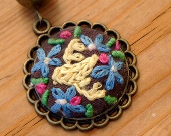 perfect gift/present, vintage/boho old-style embroidery art necklace/pendant, Victorian gift jewellery