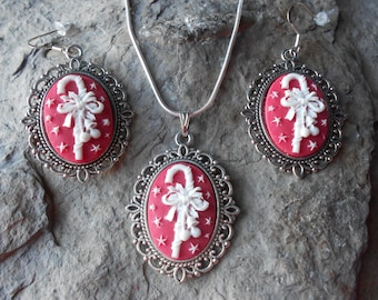 "CHRISTMAS Cameo Necklace and Earring Set (Candy Cane - Red and White)---.925 plated 22"" Chain--- Great Quality - Holiday"