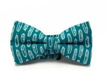 Mens teal bowtie with feathers - Blue green and white bow tie - Pretied bow tie- Cute bow tie - Green men bowtie -  Minute Papillons bow tie