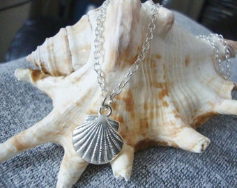 Solid Shell Necklace / silver shell necklace / sea shell necklace / ocean jewelry / scallop shell necklace / seashell jewelry