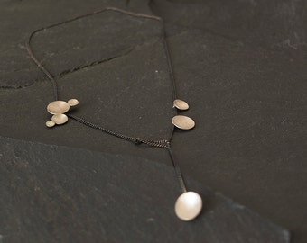 Silver circles necklace short_different circle sizes combined_dynamic and elegant