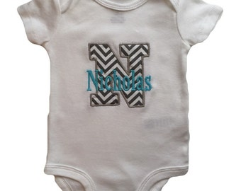 Personaized baby bodysuit, Shower Gift, Embroidered Appliqué, Initial bodysuit