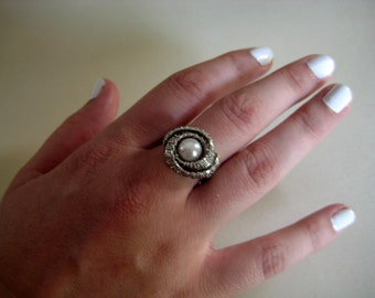 Elegant Woven Silver-Plated Statement Ring with Pearl