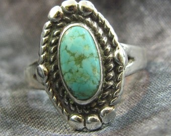 Vintage Navajo Native American Turquoise and Sterling Silver Ring