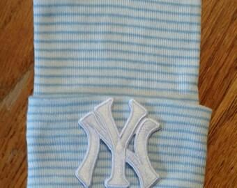 Newborn Hospital Hat. White New York Yankees Baseball Hospital Beanie. Baby Newborn Hats. Newborn Beanies. NY Applique Hat!