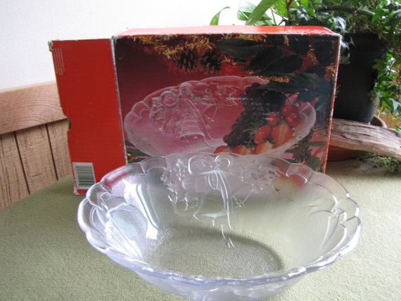 Mikasa Crystal Serving Bowl
