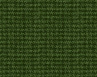 45'' Maywood Studios Dark Green Hounds Tooth Woolies Flannel MASF 18503-G2 by the Yard