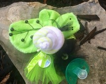 Glam girl's USABLE! GENDER NEUTRAL Green Baby Shower Wrist Corsage! Socks, Washcloth, soother / pacifier! Super cute! New Mommy, New parents