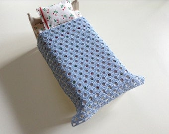 Miniature afghan/bed cover/blanket, 1/12 scale, 2 different colours/ dollhouse afghan/blanket