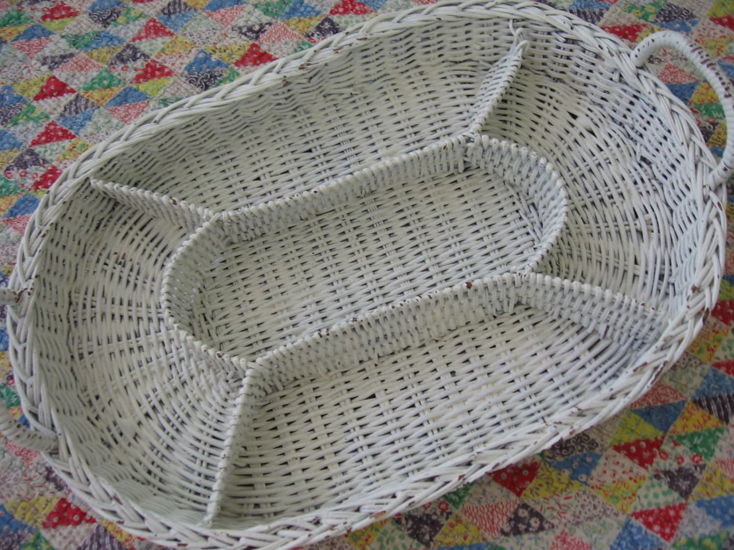 Vintage white wicker divided tray basket with handles - Divided wicker basket ...