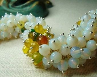 Bracelet and earrings. Opal, yellow-red agate.