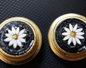Jewelry Fun Vintage designer Gold tone Black Beaded Beads Flower Seads  front  earrings Clip On Clipon Z-111