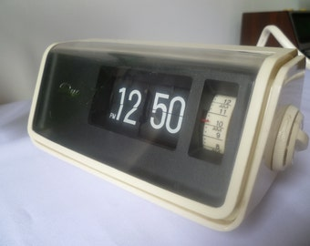 Taiyo model 2000 flip alarm clock 1970