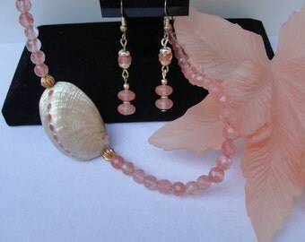 Peachy Coral colored shell Necklace Set