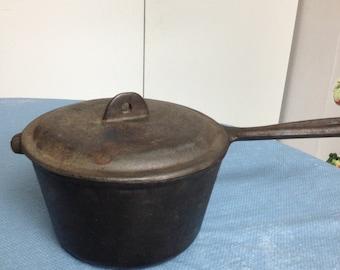 Vintage Cast Iron Pot with Lid (GM166)