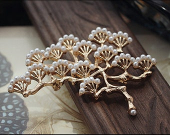Golden Pine Tree Brooch Beset With Pearl