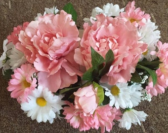 Pink Flower & Daisy Floral Arrangement