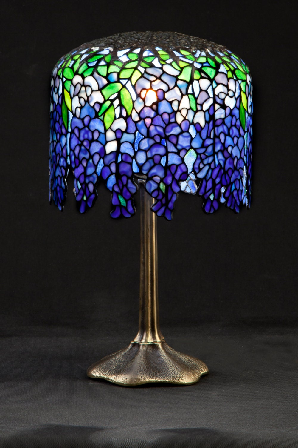 pony wisteria tiffany stained glass lamp small wisteria. Black Bedroom Furniture Sets. Home Design Ideas