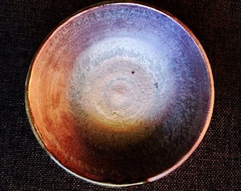 Handmade stoneware ceramic bowl. Metallic and natural finish. Modern #EarthandClays