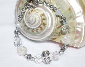 White/clear/silver mixed bead bracelet