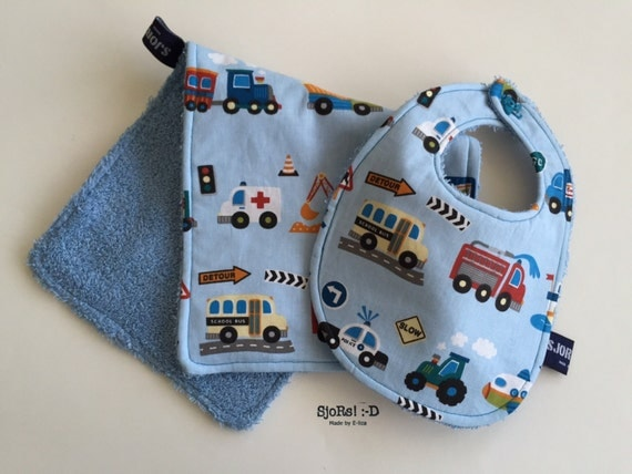 Traffic themed two-piece new born baby bib set.