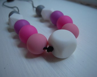 Pink- fuchsia- purple necklace