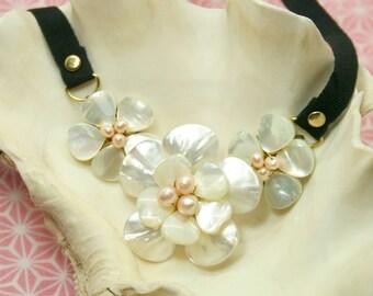 Trio bloom necklace
