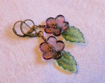 osO ANCOLIES Oso purple czech glass flower earrings